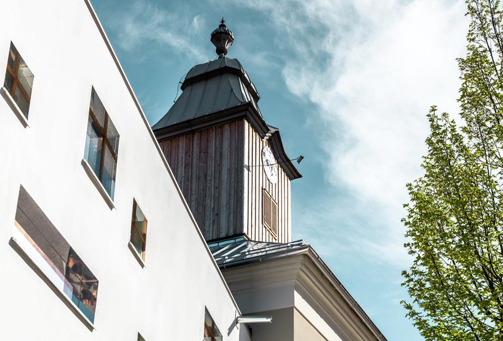 Glockenturm des Hotel zum Glockenturm in Marktl, Niederösterreich