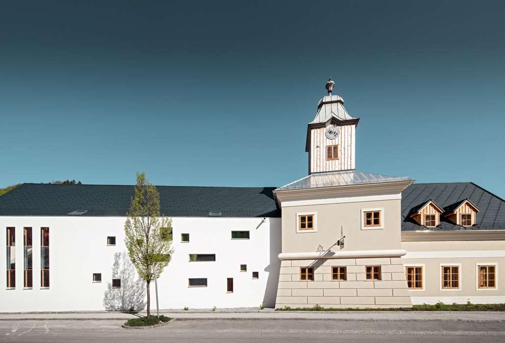 Außenansicht des neuen Hotel zum Glockenturm in Marktl, NÖ