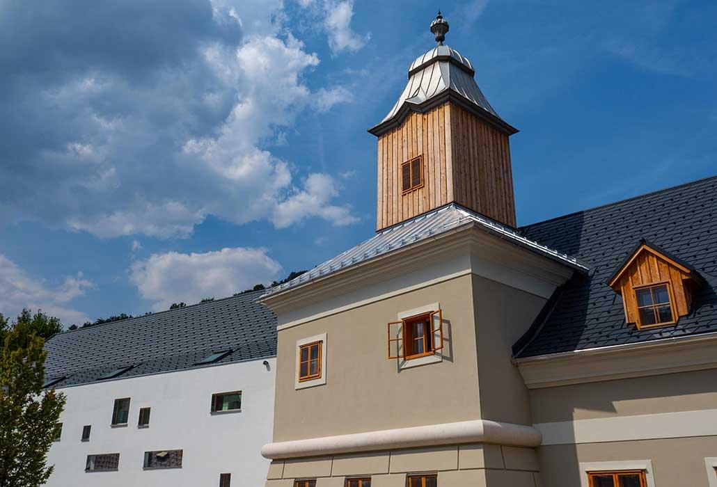 Das neue Glockenturmhaus in Marktl bei Lilienfeld von Außen
