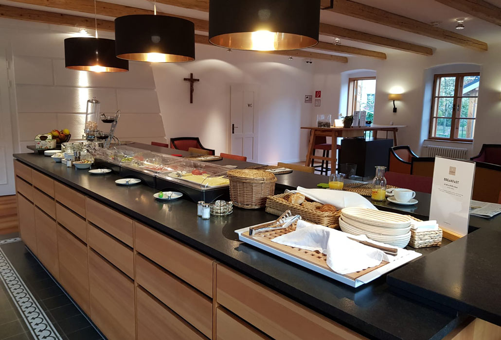 Frühstücksbuffet im Hotel zum Glockenturm mit einer Auswahl an köstlichen Speisen und Getränke