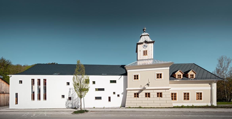 Außenansicht des Hotel zum Glockenturm in Marktl bei Lilienfeld